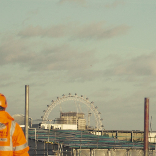 picture of scaffolding in front of london eye