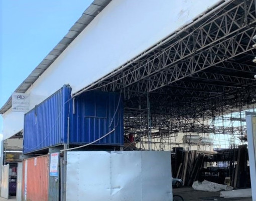 picture of scaffolding protected by shring wrap